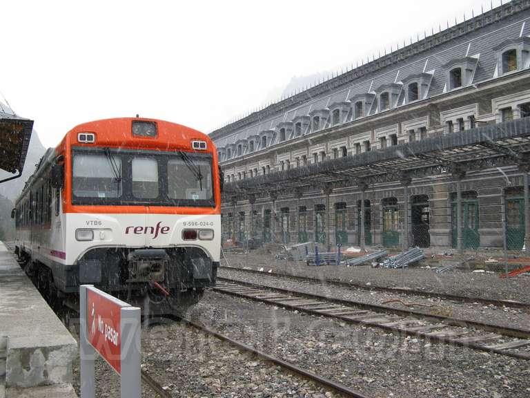 Renfe / ADIF: estación internacional de Canfranc - 2009