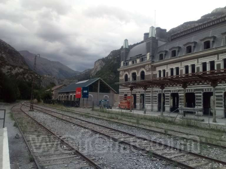 Renfe / ADIF: estación internacional de Canfranc - 2019